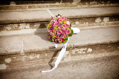 Bouquet de la mariée lancé
