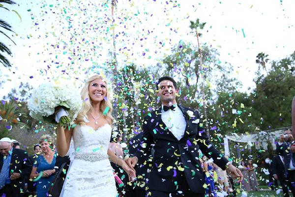 Confettis sur les mariés