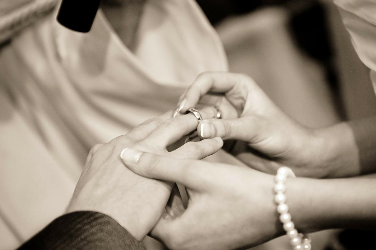 Le mariage catholique : déroulement et obligation du mariage à l ...