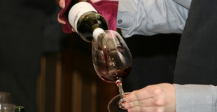 Qu'est-ce que le droit de bouchon ? Acheter son vin soi-même pour son mariage ?