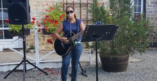 Chant avec guitare pour vin d'honneur